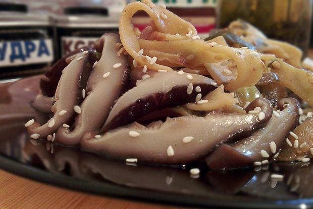 Феттучини с грибами по-азиатски (вегетарианское блюдо)