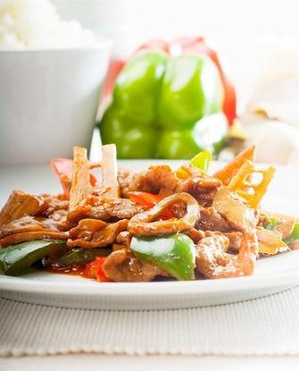 Жареные зеленые овощи с халлоуми и грибами