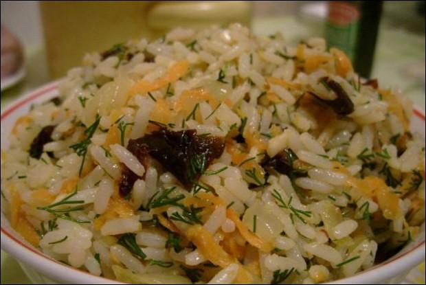 Курица, фаршированная рисом и черносливом