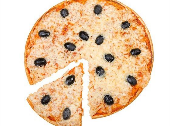 Пирог из лука, анчоусов и маслин
