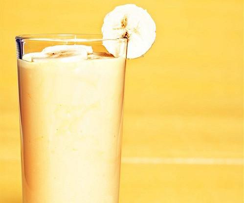 Банановый коктейль с кефиром и медом