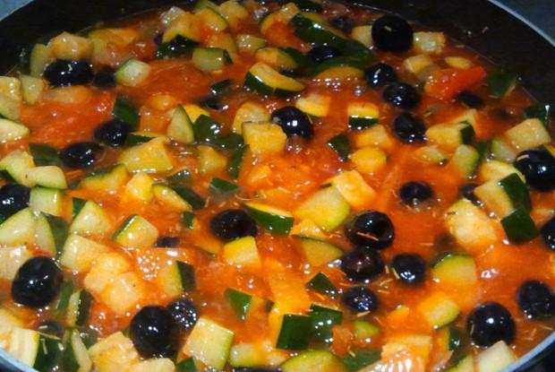 Рагу из цукини с маслинами