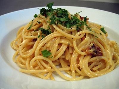 Спагетти карбонара с панчеттой и белым вином