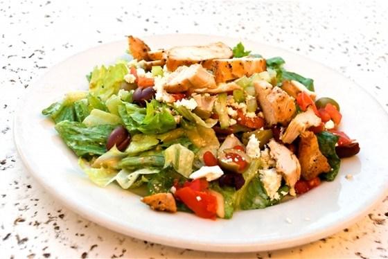 Салат из курицы по-гречески