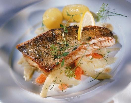 Рыбное филе, тушенное с картофелем по-домашнему