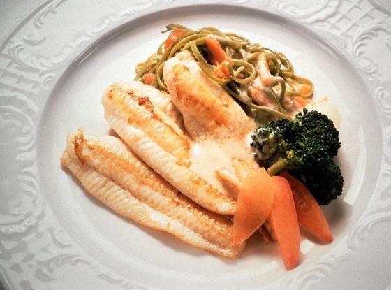 Рыбное филе, тушенное с картофелем по-русски