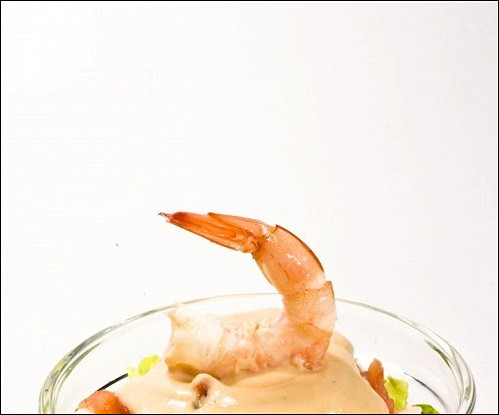 Салат с анчоусной заправкой и креветками