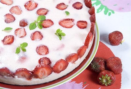 Клубничный пирог с кремом