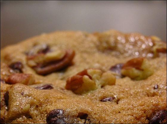 Шоколадное печенье с орехами пекан