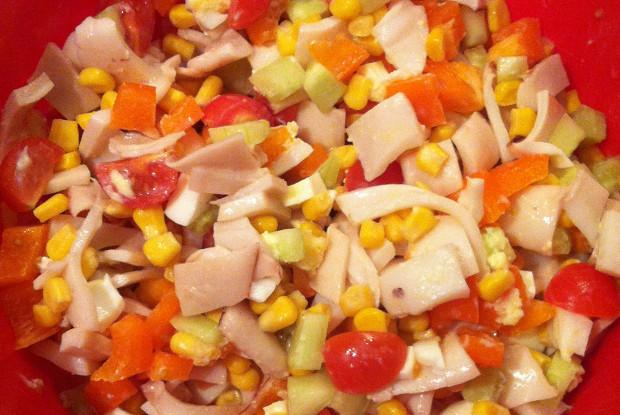Весенний салат с кальмарами