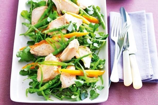 Салат с курицей и зеленой фасолью