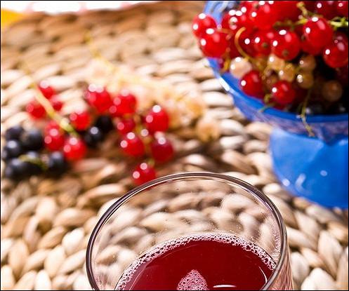 Компот из арбуза и ягод со свежей мятой