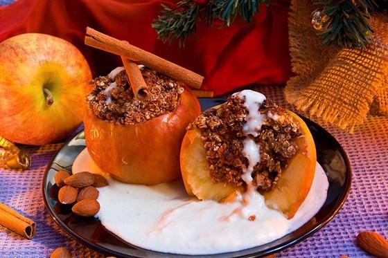 Яблоки, фаршированные рисом и орехами