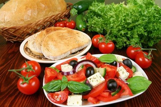Салат с томатами и фетой