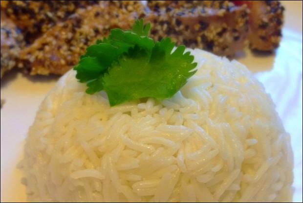 Кокосовый рис с кафрским лаймом