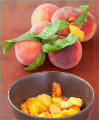 Жареные персики в сливочном масле