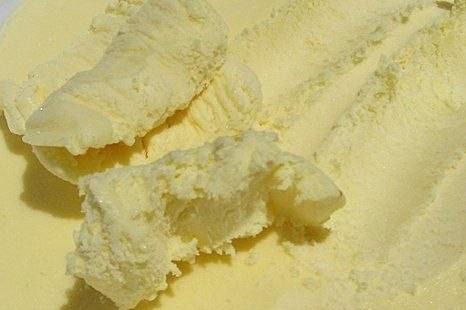 Домашнее сливочное мороженое с ванилью