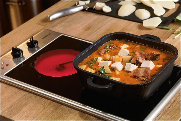 Красный карри со свиными ребрышками, картошкой и тофу
