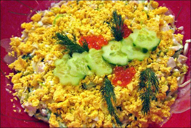 Салат с кальмарами и луком-пореем
