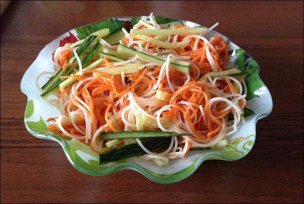 С чем едят салат из фунчозы — 4