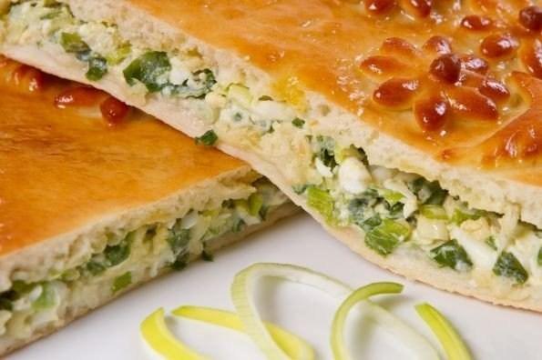 пирог заливной с зеленым луком и яйцом