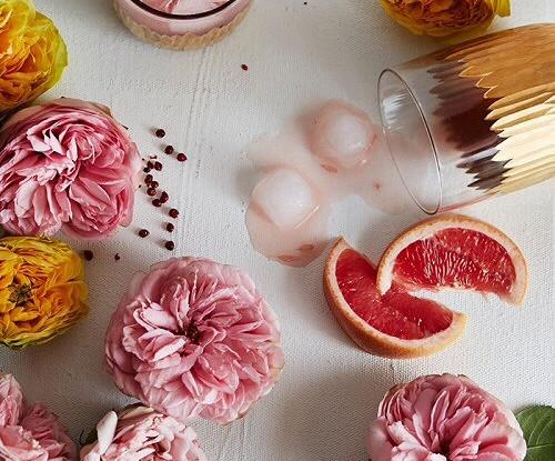Розовый коктейль (Rose-infused)