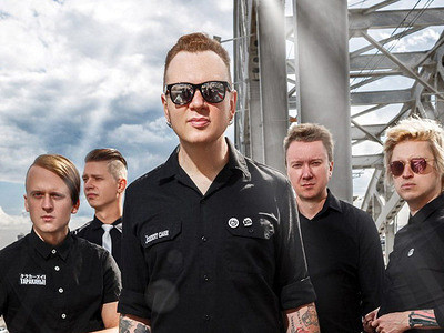Стоять ссексуальной гитарой инравиться телкам: лидер «Тараканов!» рассказал, чтотакое панк-рок