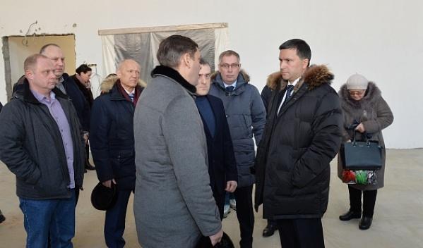 Дмитрий Кобылкин осмотрел строящиеся соцобъекты вТарко-Сале