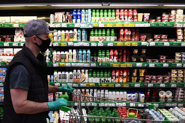 Власти России начали замораживать цены напродукты