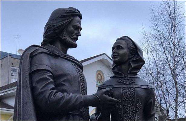ВОбнинске открыли памятник Петру иФевронии Муромским