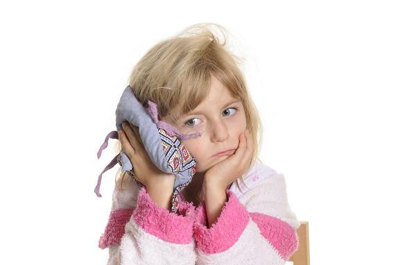 Боли в ухе у ребенка Что делать, когда у ребенка болит ухо?