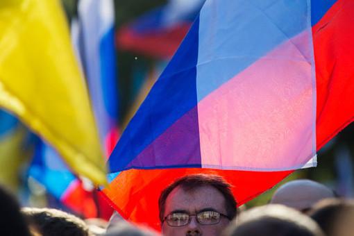 Киев пообещал снять санкции сРоссии после ухода изДонбасса