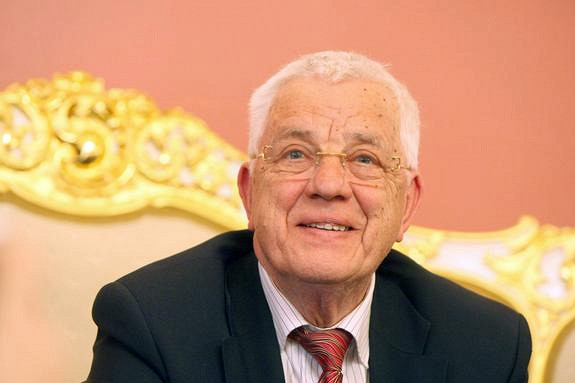 Раймонд Паулс отметит 85-летний юбилей зароялем