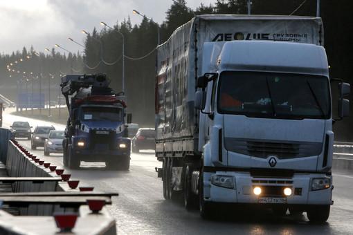 Старым грузовикам закрыли доступ вПетербург