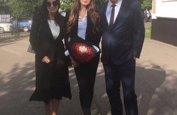 Какустарушки: наряд дочери Екатерины Стриженовой неоценили