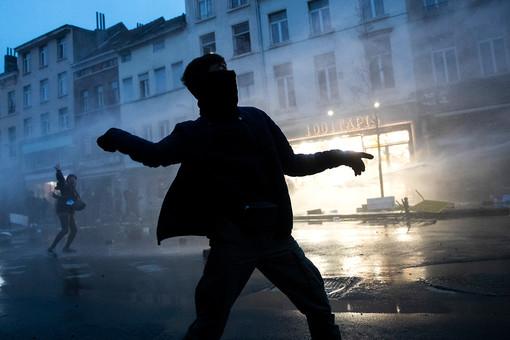 Взону беспорядков вБрюсселе попал королевский кортеж