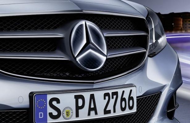 Светящийся логотип Mercedes-Benz может привести кДТП