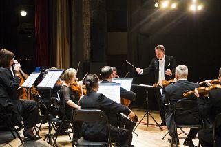 Венский оркестр Иоганна Штрауса. Дирижер Андраш Дзак (Венгрия)