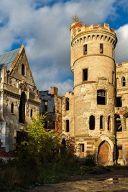 Замок и скалы